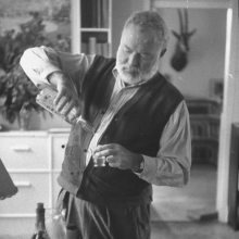 ernest-hemingway-pouring-himself-a-shot-drinking-alcohol-famour-writer-and-author