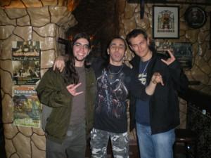 Εγώ αριστερά, ο Γκέρι στο κέντρο, ο Λοΐκ δεξιά. Τη συγκεκριμένη διασκευή την έμαθα από τον Λοΐκ-ιδανική για μεθυσμένο sing-along. Yipiaeeeee, yipiaioooo!